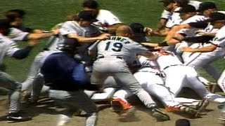 Wild brawl ensues after Mike Mussina plunks Bill Haselman