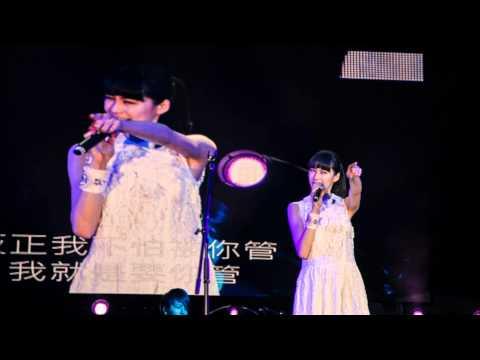 2013.5.23. Olivia Ong @ 飛碟電台 - 夜光家族LIVE訪問