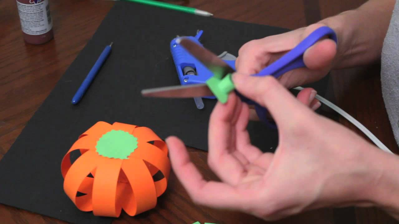 How To Make Paper Pumpkins For Fall / Autumn And Halloween ...
