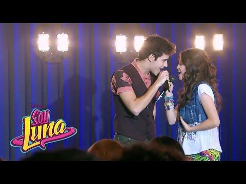 Luna y Matteo cantan Prófugos | Momento Musical (con letra) | Soy Luna