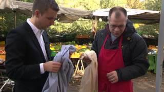 Schlegl in Aktion: Billigkleidung