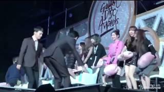 TWICE Jihyo and EXO Chanyeol - Jihyo borrows Chanyeol's Pillow at Golden Disk Awards 2018 180111