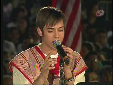 Pee Wee le canta a la virgen de Guadalupe