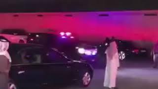 ولي العهد محمد بن سلمان ، وهو يقود مركبته     -