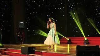 """Hoà Minzy khoe lần đầu tiên hát live """" RỜI BỎ """""""