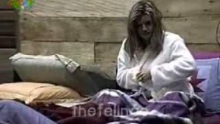 Brasileira safada descuida se e mostra os mamilos - 2 4