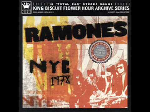 Baixar 15 Listen to My Heart - The Ramones NYC LIVE 1978