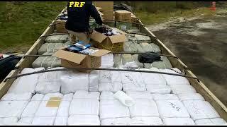 PRF apreende carga milionária de mercadorias estrangeiras na BR-293, em Pinheiro Machado