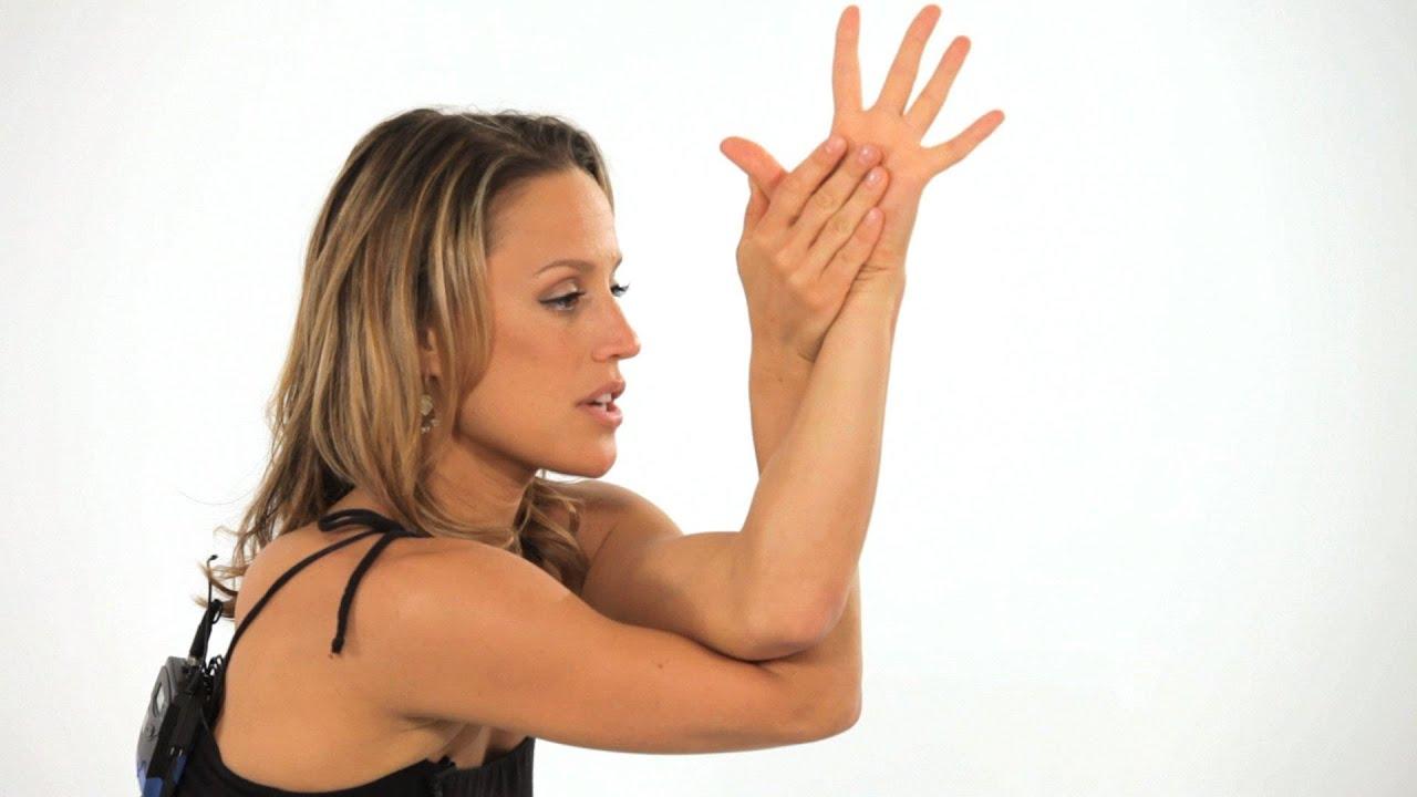 How to Do an Eagle Pose (Garudasana) | Yoga - YouTube