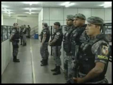 Baixar Delegado e policiais militares são presos em operação Tribunal de Rua