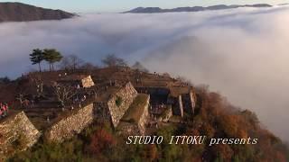 天空の城 雲海に浮かぶ竹田城趾をモーターパラグライダーで空撮 by ittokusanfly on YouTube