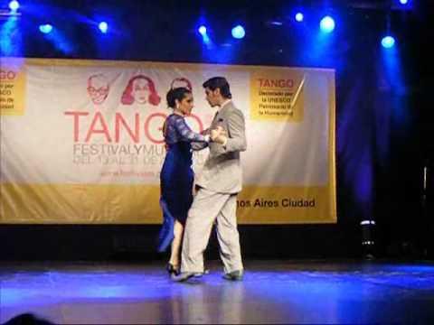 CAROLINA SANTILLAN Y JUAN MANUEL ZARATE milongueando en el 40 - mundial 2010