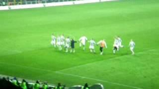 05/12/2009 - Campionato - Juventus-Inter 2-1, tutta la Juve sotto la Curva
