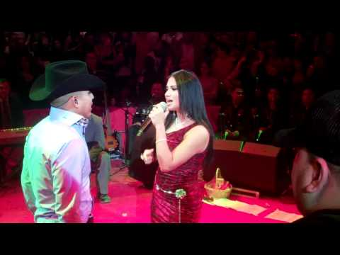 Espinoza Paz / Lluvia Vega -¿Qué Me Vas A Decir Si Vuelvo? (Live)