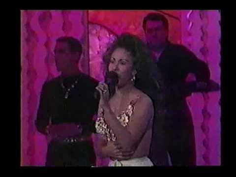 Selena 1994 Siempre en Domingo (curly hair)