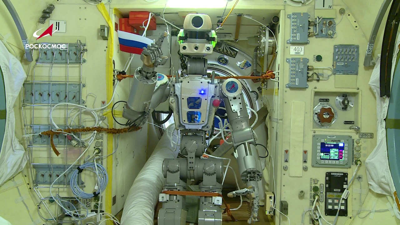 Робот Фёдор поздравляет с Днем знаний