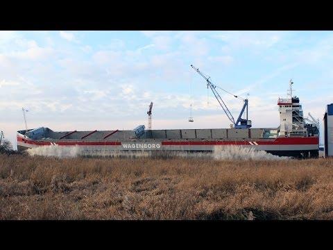Stapellauf mit Flutwelle / ship launch with big wave REGGEBORG Ferus Smit, Leer, 18.12.2013