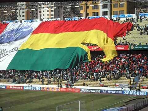 Chilenos rompen la bandera gigante de Bolivia · Clasificatorias Brasil 2014