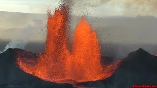 Lava Fountains from Bardarbunga Volcano Holuhraun Fissure Eruption viewed by Helicopter Flights