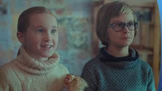 W trakcie wieczornej wizyty na strychu u dziadków Maja i Tomek znajdują tajemniczą lampę...