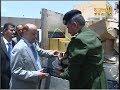 الرئيس هادي يطلع على مهربات مضبوطة لصنع مدافع ومعدات حربية قادمة من حضرموت