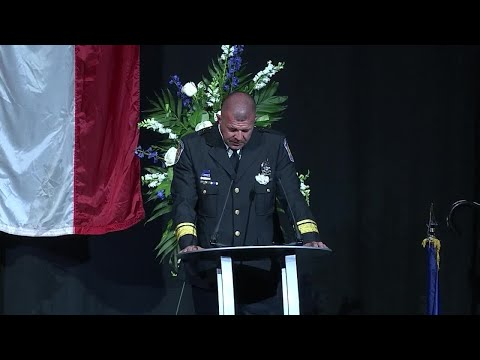 """Southport police Chief Thomas Vaughn delivers emotional tribute to Lt. Allan: """"I didn't lose an offi"""