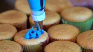 DECORATING 300 CUPCAKES 🧁 for 3 million subscribers lol