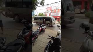 Xe khách đánh nhau tại ngã 4 dốc Công Đoàn, Việt Trì, Phú Thọ