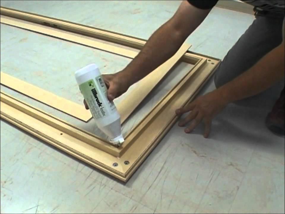 pose d 39 un bloc porte en renovation youtube. Black Bedroom Furniture Sets. Home Design Ideas