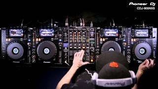 PIONEER DJ CDJ-900NXS  Player in action