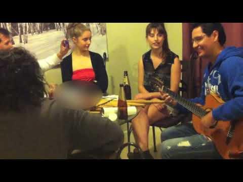 Gonzalo Hermosa Junior y La Australiana Sabrina Mobbs cantar Amantes - Chila Jatun