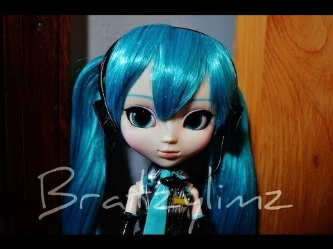 Vocaloid Hatsune Miku and Megurine Luka Pullip Dolls