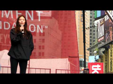 Jessica Biel Speaking at the Revlon Run/Walk For Women - YouTube