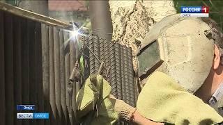 В Омске продолжаются работы по демонтажу острых штырей с заборов учебных заведений