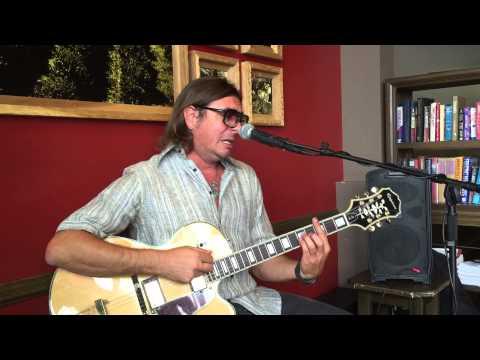 Andre Monari sings Cazuza at Sambalatte -Las Vegas.