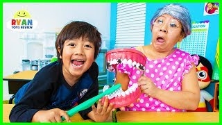 Ryan Pretend Play School Learn how to brush Teeth!!!