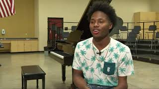 Talented teen piano player born without hands goes viral