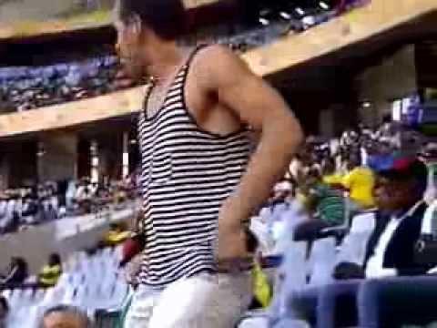 Baixar White man dancing atchu tchu tcha