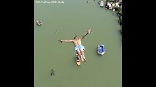 Thi nhảy từ cầu cao 22 mét ở Kosovo (VOA)