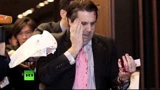 В Сеуле на посла США напали с опасной бритвой
