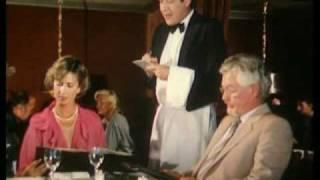 Herr Direktor lädt Sekretärin zum Essen ein