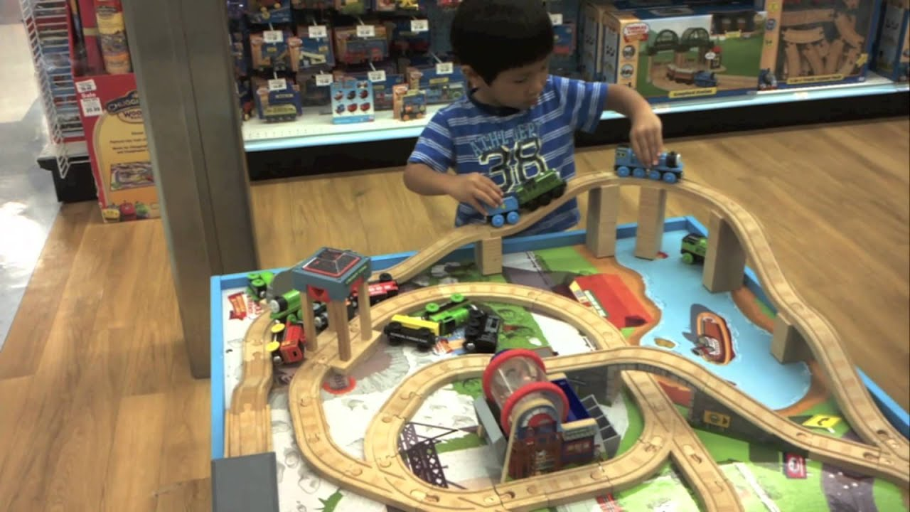thomas the train wooden railway table playset toys r us youtube. Black Bedroom Furniture Sets. Home Design Ideas