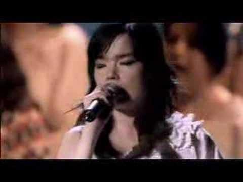Björk - Hidden Place (LIVE @ ROYAL OPERA HOUSE)