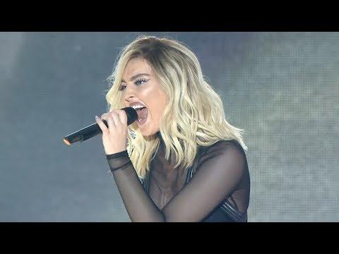 Famous Singers Kill SEXIEST Vocal Cracks / Octave Jump (Live)