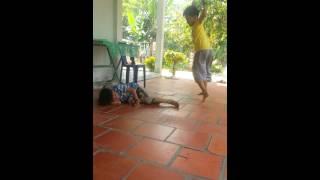 Anh em ruột học lớp 3 nhậu sĩn đánh nhau (part1)