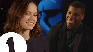 """""""My script was upside down!"""": Star Wars: The Force Awakens cast on the first script read"""