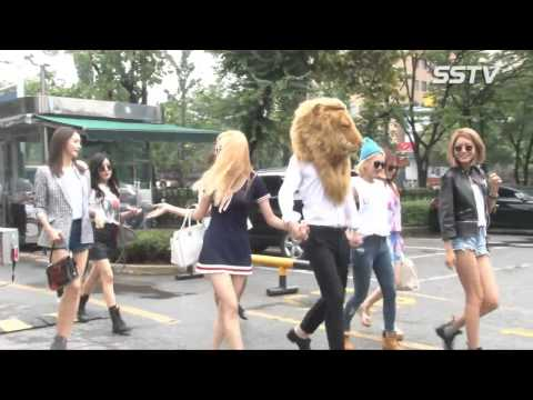 SNSD's arrival at Music Bank for 'Lion Heart' comeback