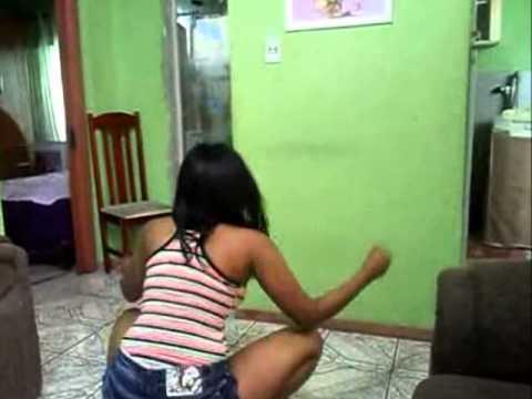 Baixar MC MAGRINHO - Ela so tem 15 anos .
