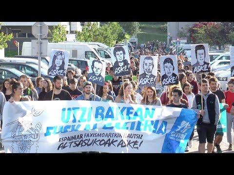 Altsasuko gazteei elkartasuna adierazteko manifestazioa egin dute