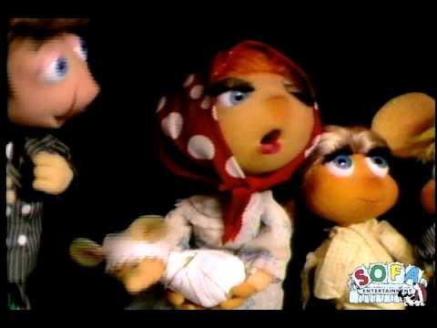 Topo Gigio sings